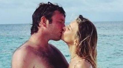 Nicoletta Romanoff in viaggio di nozze, selfie a due dalle Maldive