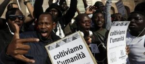 Italy_Migrants_Protest_65203jpg-fc13d_1508596344-kGrD-UAGJFfJuV4oikry-1024x450@LaStampa.it-Home Page