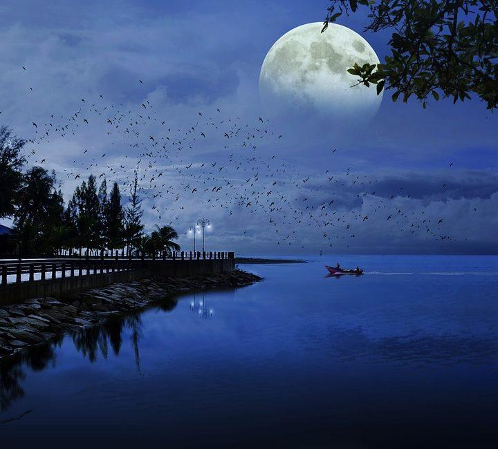 moon-1688902_960_720