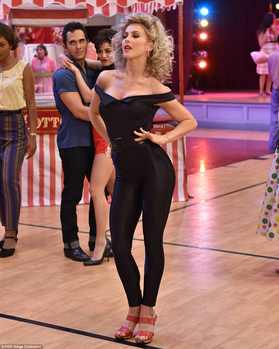 30C94B2200000578-3426890-It_s_electrifying_Julianne_Hough_s_sexy_Sandy_leads_Grease_Live_-m-85_1454350330626