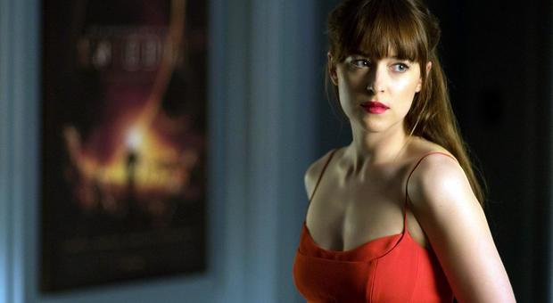 Dakota Johnson, in terapia dopo Suspiria: «Le scene hot? Mi aiuta la passione»