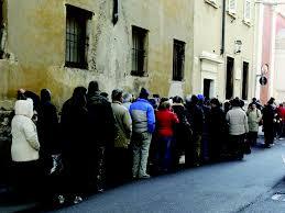 I due volti dell'Italia di oggi: pochi ricchi e tanti poveri