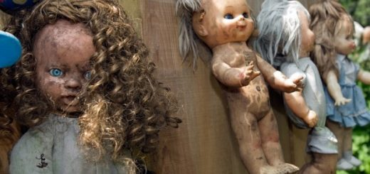 bambola-coi-boccoli-nellisola-delle-bambole