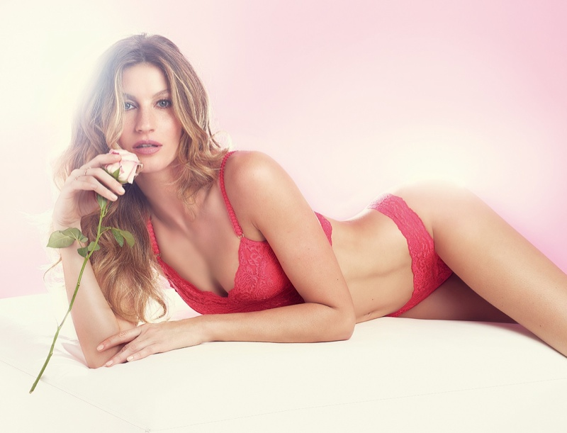 Gisele-Bundchen-Hot-Lingerie-Pictures01
