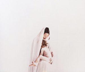 Elvis-Spadoni-Dove-scorre-latte-e-miele-Maria-con-bambino-2018-olio-su-tela-160x135cm