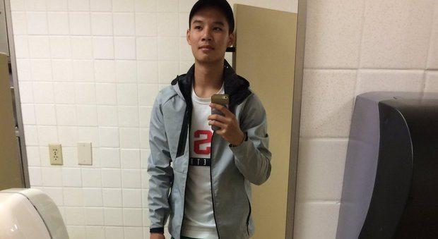 Andrew, selfie con gli 'shorts' da donna: il motivo è un gesto di cuore