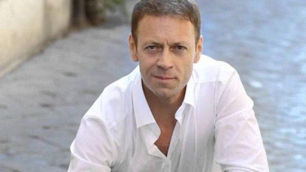 Morso da una fan troppo focosa, Rocco Siffredi finisce in ospedale