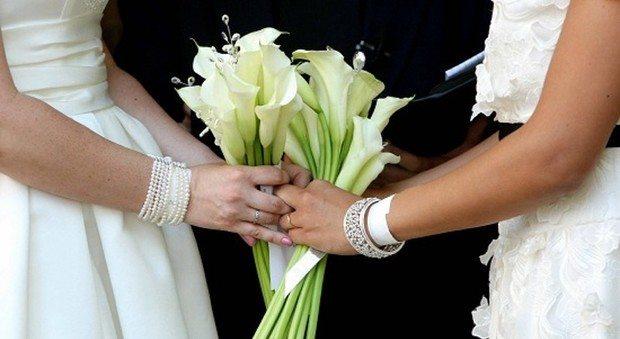 La matrigna si innamora e sposa la figliastra: c'è l'ok del tribunale
