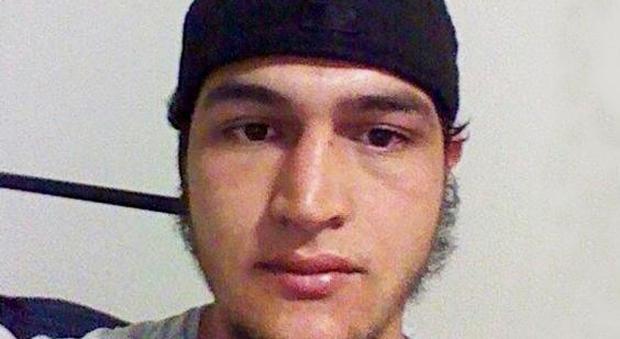 """Berlino, arrestato in Tunisia il nipote di Amri: """"Reclutato da mio zio"""""""