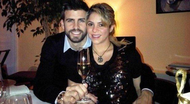 Shakira, il parrucchiere personale è Piqué: costretto a fare lo shampista