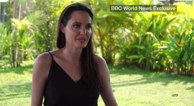 Angelina Jolie si commuove dopo il divorzio:
