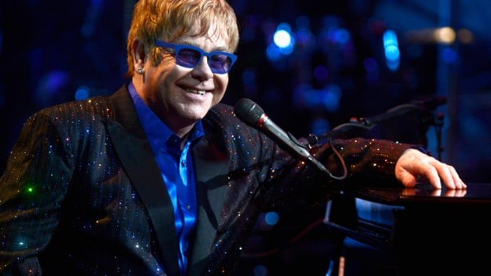 """Elton John, concerti annullati per un?infezione: """"Ha rischiato di morire"""""""