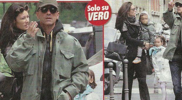 Eros Ramazzotti si arrabbia col paparazzo, poi consola la filia Raffaella Maria