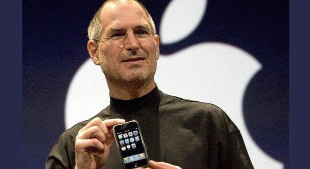 """""""Steve Jobs odiava un dipendente Microsoft"""": l'incredibile storia di come è nato l'iPhone"""