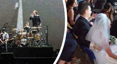 Sposini al concerto degli U2, la foto di marito e moglie fa impazzire il web