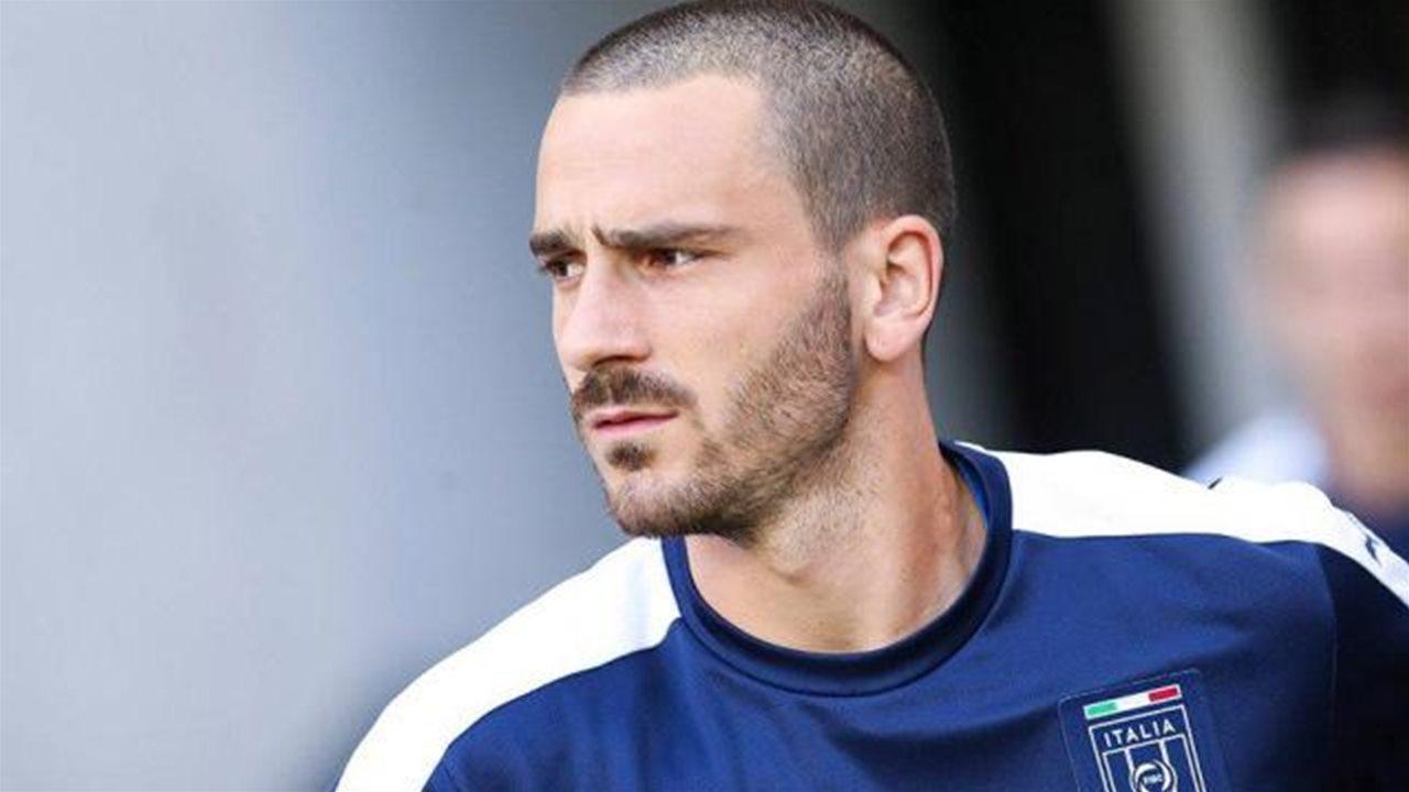 Bonucci va al Milan, insulti choc per la moglie e il figlio malato: ecco cosa hanno scritto