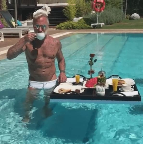 """Gianluca Vacchi, sempre più lusso: ecco la colazione """"galleggiante"""""""