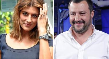La foto di Matteo Salvini e Elisa Isoardi: quel dettaglio scatena l'ironia sui social