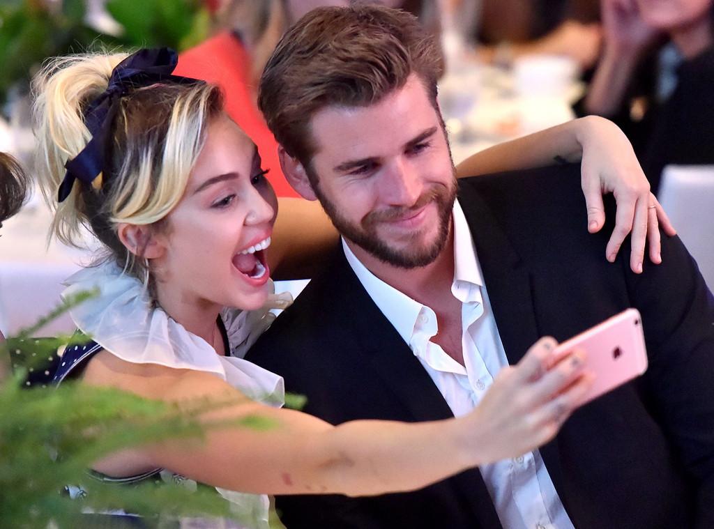 """Miley Cyrus """"studia"""" il sesso tantrico per ravvivare la vita sessuale con Liam"""