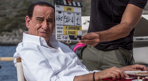 «Loro», ecco la prima foto sul set di Toni Servillo nei panni di Berlusconi