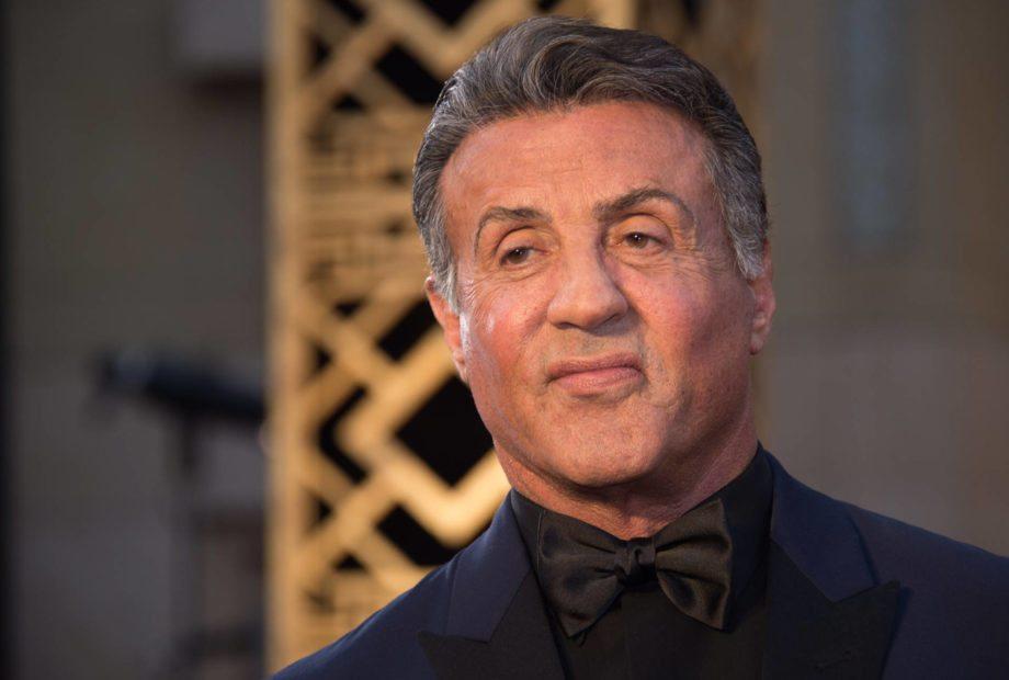 """Molestie, Sylvester Stallone sotto accusa. """"Fece sesso a tre con una 16enne e il suo bodyguard"""""""