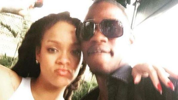 """Rihanna, grave lutto a Natale: il cugino ucciso in una sparatoria a Natale. """"Ti vorrò per sempre bene..."""""""