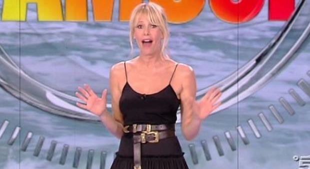 """Isola dei Famosi con Nadia Rinaldi, Bianca Atzei e Alessia Mancini. Alessia Marcuzzi: """"Se conduci un reality non ti spaventa più nulla in tv"""""""