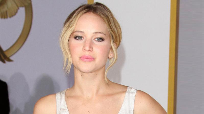 Jennifer Lawrence, un nudo imbarazzante...ma solo per gli altri