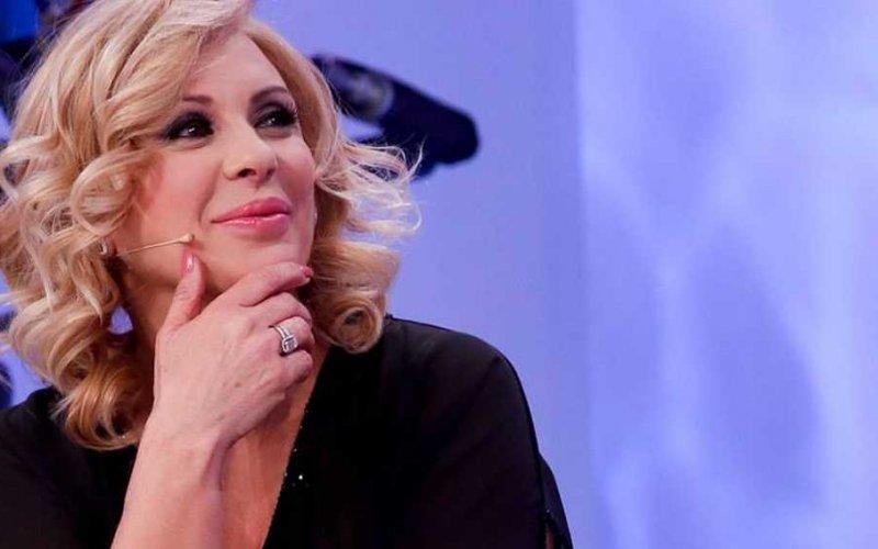 Uomini e Donne, Tina Cipollari sale sul trono: l'opinionista siederà vicino a Gemma
