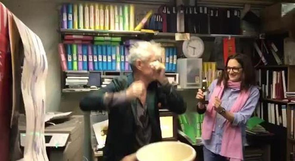 Anthony Bourdain morto, l'ultimo video: felice con Asia Argento cinque giorni prima del suicidio