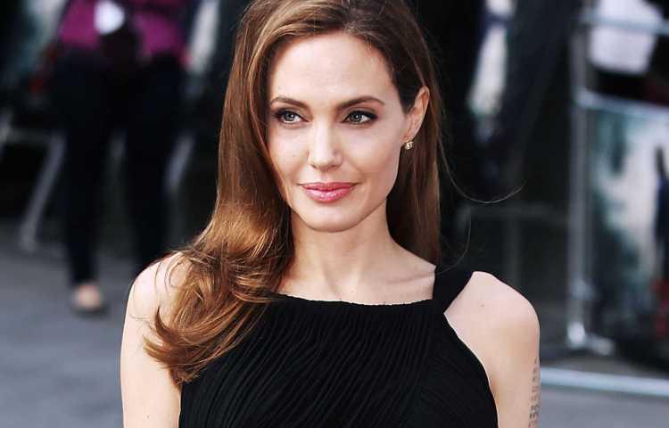 Angelina Jolie, divorzio traumatico per i sei figli: la star li porta dallo psicoanalista