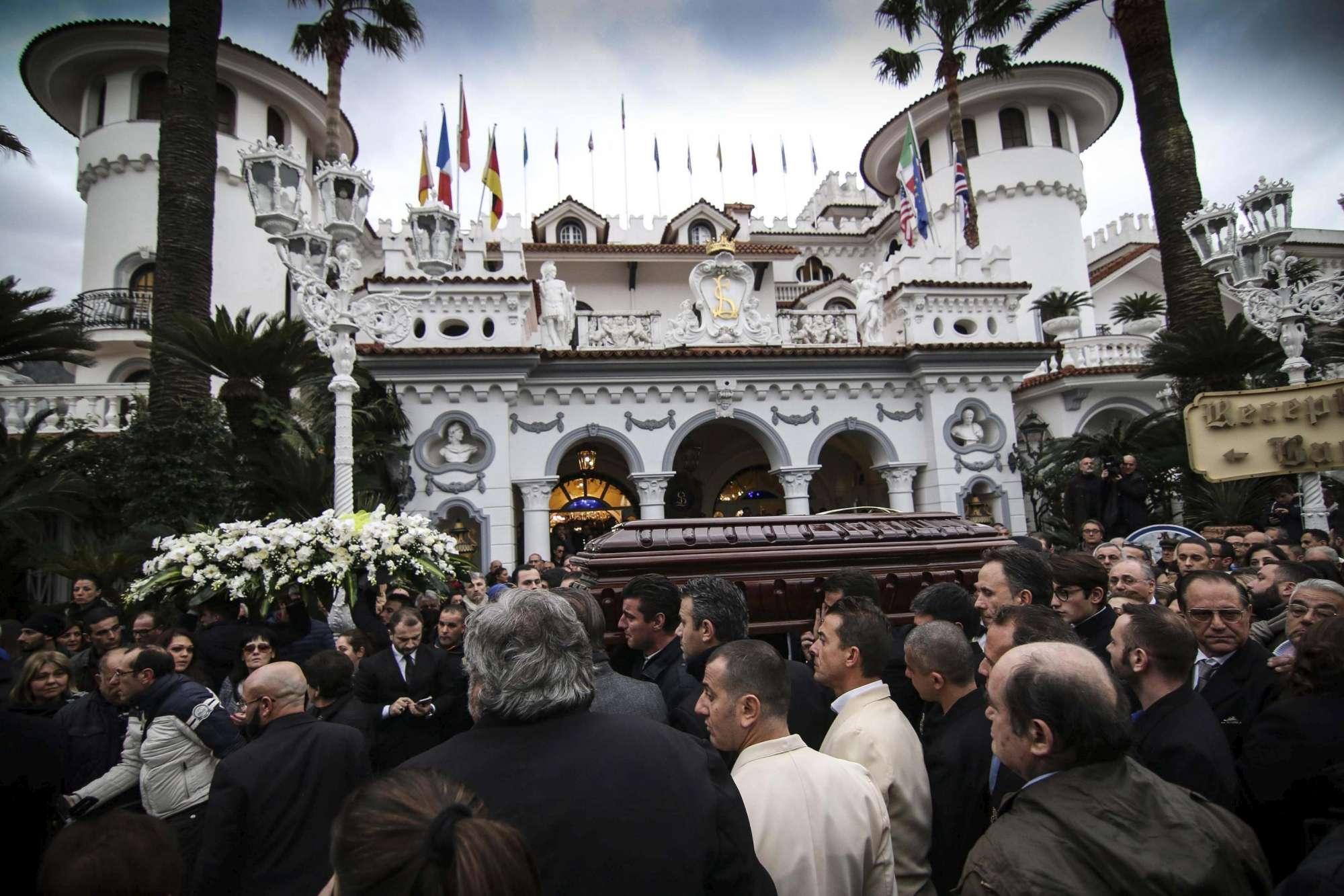 Il Boss delle Cerimonie, in diecimila per l?ultimo saluto ad Antonio Polese