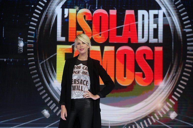 """L'Isola cerca naufraghi: """"Gigi e Andrea con Serena Grandi e Corinne Clery. Luxuria al posto di Bettarini"""""""