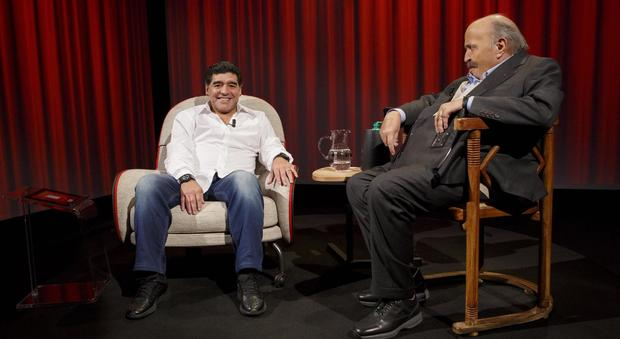 Costanzo e il malore, ecco la verità. E Maradona attacca Icardi