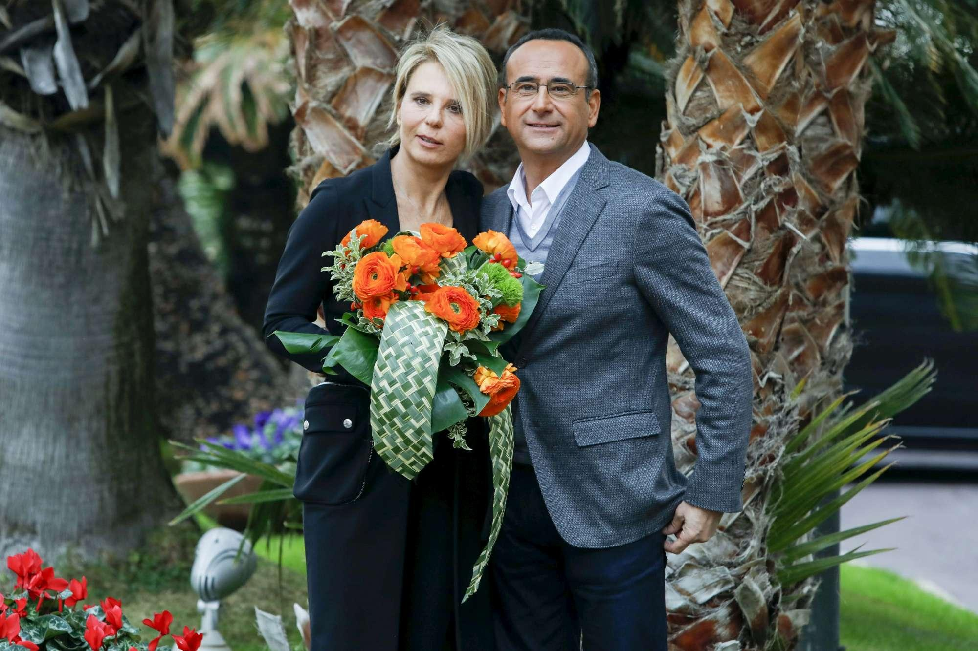 Sanremo, Maria De Filippi conduce gratis. Conti: