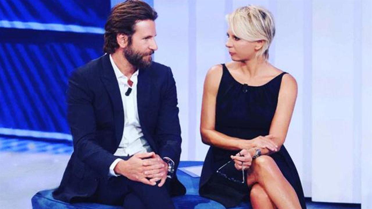 Bradley Cooper a 'C'è Posta per Te', lacrime in studio per la storia del papà