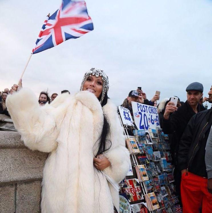 Nicki Minaj elimina le scene sul Westminster Bridge dal suo ultimo video