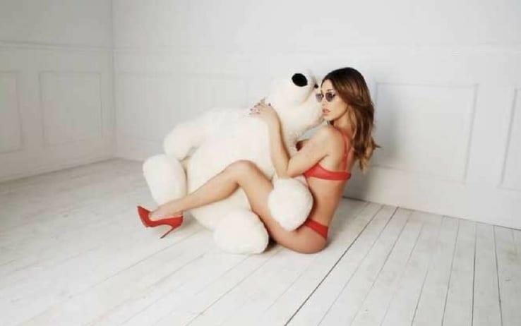 Belen Rodriguez se. xy con l'orsacchiotto