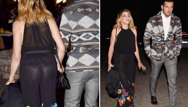 Claudia Gerini, party romano con Andrea Preti e... lato B a vista