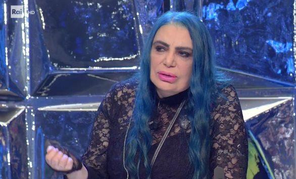 """""""Sono stata violentata da ragazza"""". Loredana Bertè, confessione choc a Domenica Live"""
