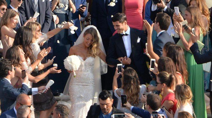 """Morata e Alice sposi: il «Sì» è tra 400 ospiti con gli amici del bomber """"Real"""" e della modella"""