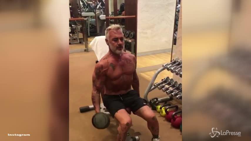 Gianluca Vacchi lascia i pesi per ballare: il video da un milione di click