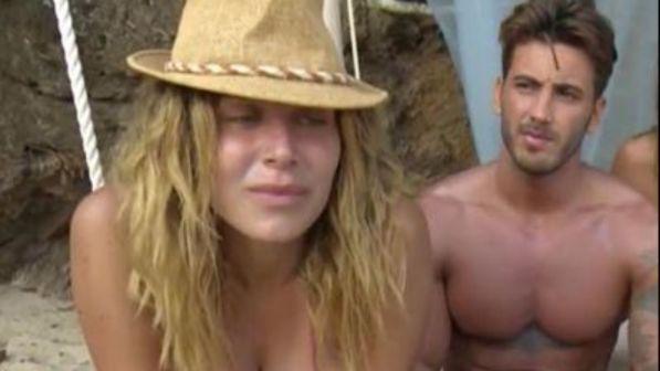 """Supervivientes, Paola Caruso: """"Faccio sesso se mi portate una pizza"""""""