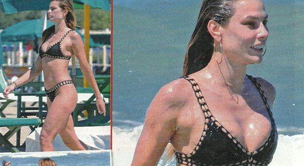Dayane Mello, sexy sirenetta in bikini a Forte dei Marmi
