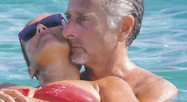 """Paolo Bonolis, estate hot con Sonia Bruganelli: """"Vogliono il quarto figlio"""""""