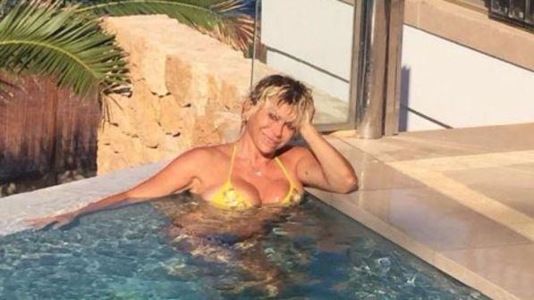Carmen Russo, fisico spaziale a Ibiza