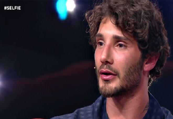 """""""Stefano De Martino via da 'Amici' per colpa di Andreas Muller"""", ma Sacchetta nega"""