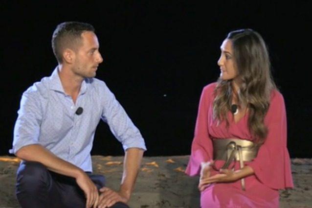 """Temptation Island, Ruben a Francesca al falò: """"Da qui esci sconfitta, ne trovo una migliore"""""""