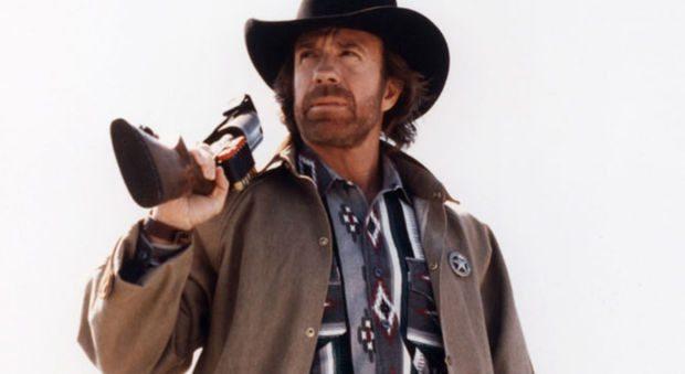 Paura per Chuck Norris, colpito da due infarti in meno di 45 minuti: le condizioni dell'attore