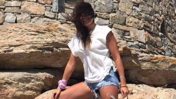 Alena Seredova in shorts, che stacco di gamba!